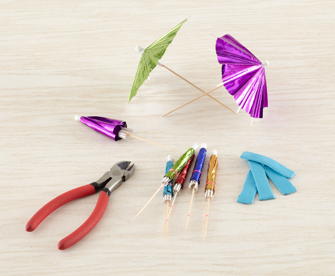 How to Make DIY Drink Umbrellas -- Party Craft Projects | 552x670